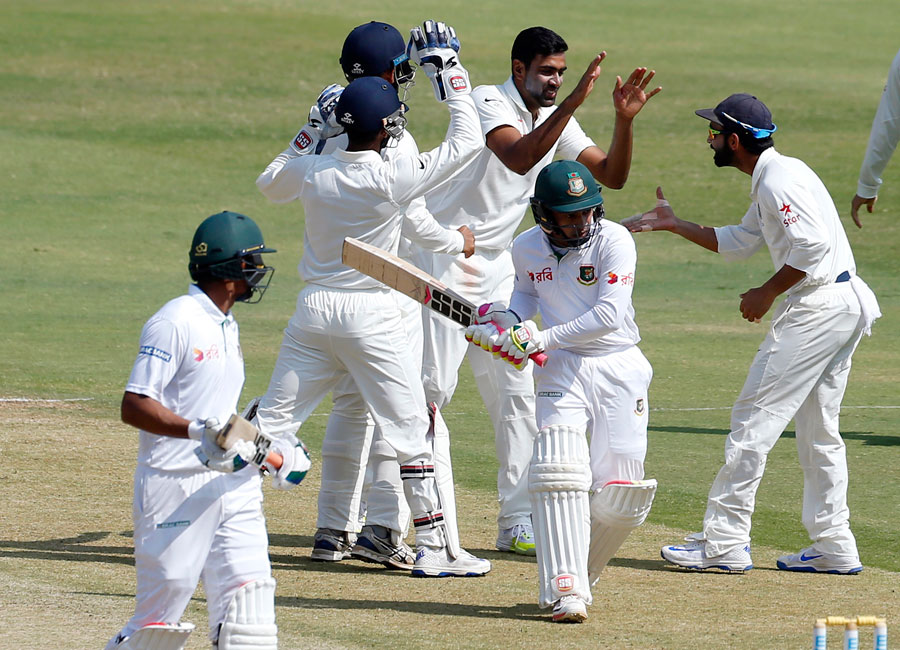 Ravichandran_Ashwin_celebrates_wicket_of_Mushfiqur_Rahim