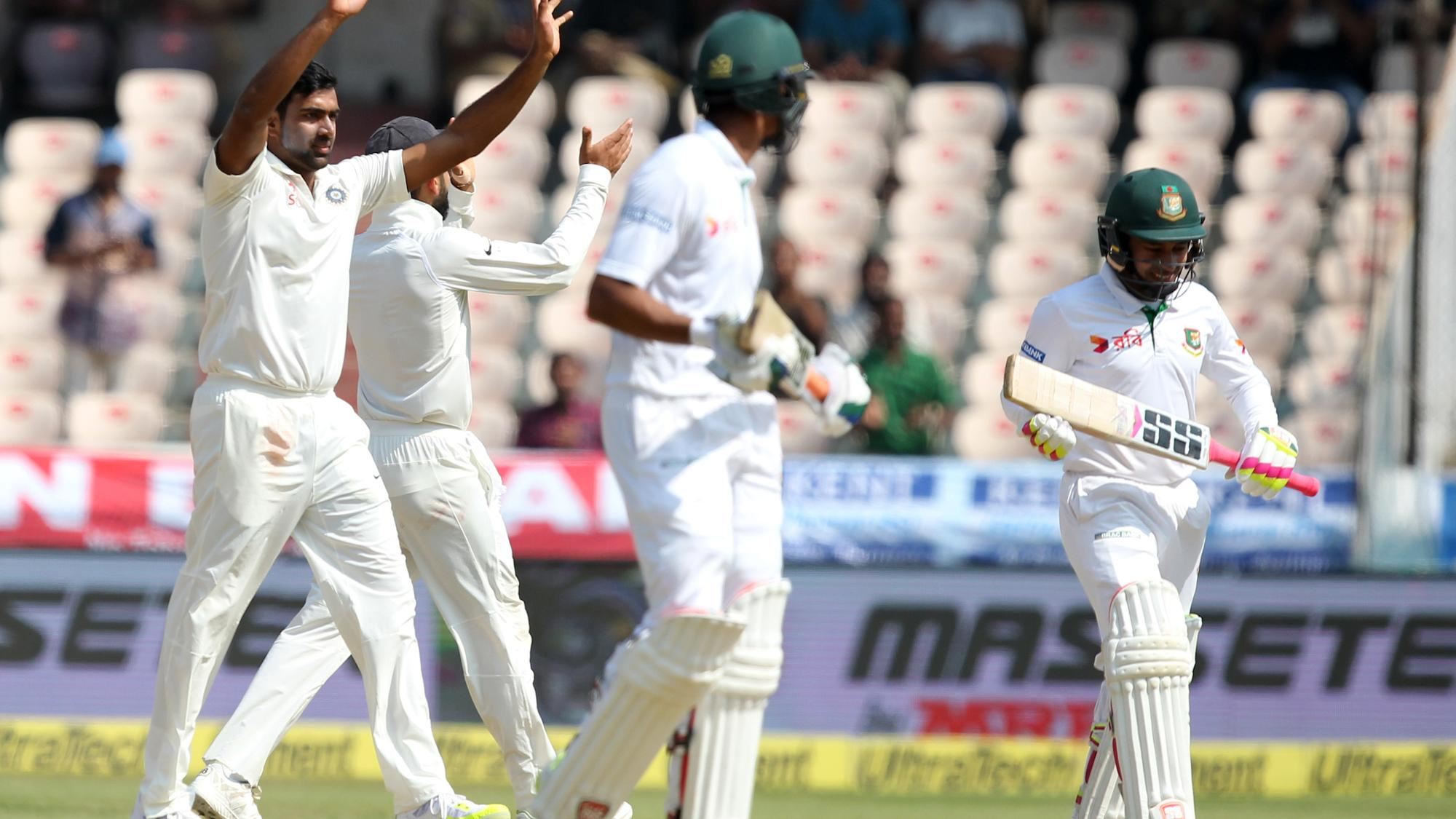 Ravichandran_Ashwin_celebrates_wicket_of_Mushfiqur_Rahim