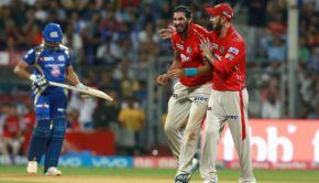 Ishant Sharma of KXIP and Glenn Maxwell captain of KXIP during match 51 of the Vivo 2017 Indian Premier League