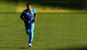 Umesh-Yadav-of-India-prepares-to-bowl1