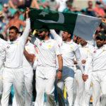Pakistan team celebrating victory at Oval