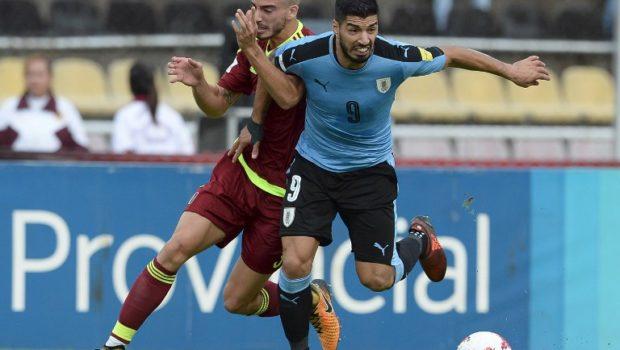 Venezuela's Mikel Villanueva and Uruguay's Luis Suarez