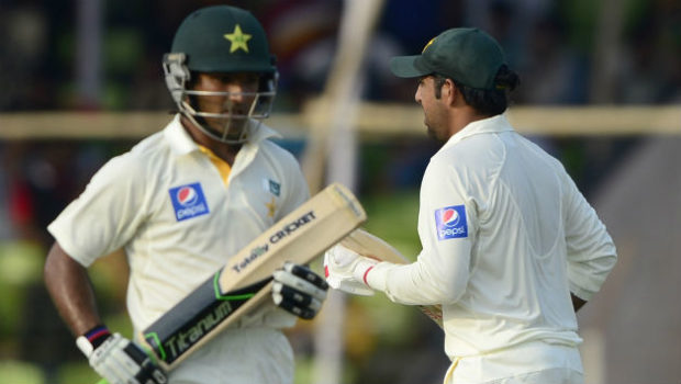 Pakistan-cricketers-Sarfraz-Ahmed-R-and-Asad-Shafiq-run-between-the-wickets