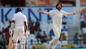 Ishant-Sharma-bowled-Sadeera-Samarawickrama-on-the-second-ball-of-the-innings-to-leave-Sri-Lanka-21-for-1-at-stumps-on-Day-3.