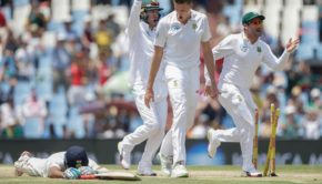 South African bowler Morne Morkel (C) celebrates the dismissal of Indian batsman Cheteshwar Pujara
