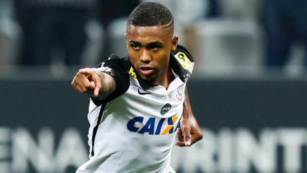 Malcom #21 of Corinthians celebrates their second goal
