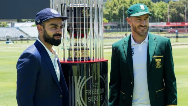 India's captain Virat Kohli(L) and South Africa's captain Faf du Plessis (R) pose with the 2018 Freedom Series trophy