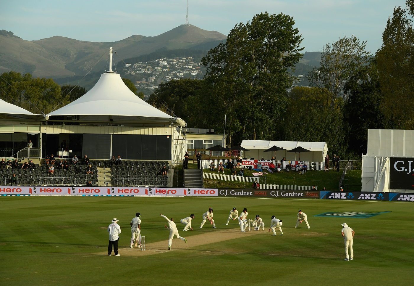 England players surround the bat as Dawid Malan bowls to Neil Wagner towards the close of play