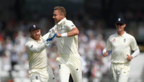 England floor Pakistan on Day 1