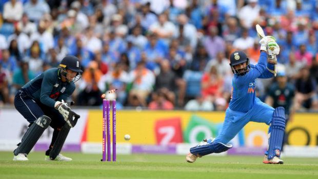 Dinesh Karthik bowled