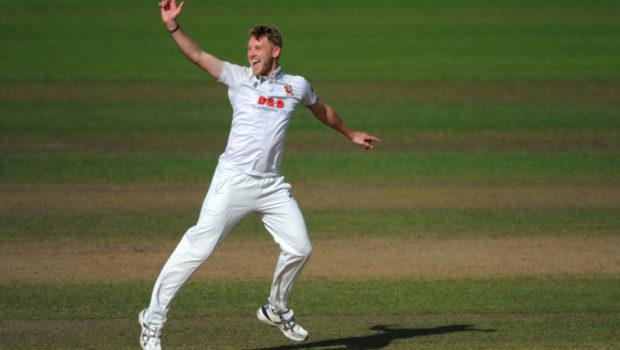 Jamie Porter of Essex celebrates after getting Sam Hain of Warwickshire