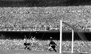A jam-packed Maracana during the match. Image Courtesy: Pinterest