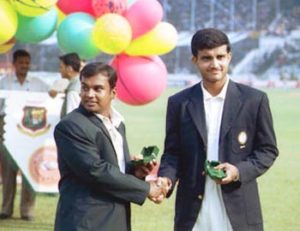 Bangladesh captain Naimur Rahman congratulates his Indian counterpart Ganguly. India in Bangladesh 2000/01, Only Test. Image Courtesy: ESPNcricinfo