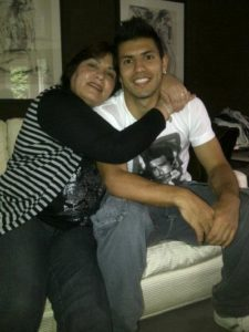 Sergio Aguero with his mother. Image Courtesy: Twitter