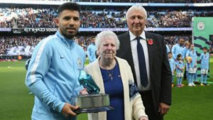 Sergio Aguero with his parents. Image Courtesy: Twitter